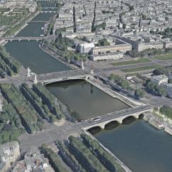 Fluctuart un bâtiment flottant au pied du pont des Invalides en plein coeur du 7ème arrondissement de Paris ©Seine Design